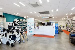 Bastide le Confort Médical Bayonne banque accueil intérieur magasin